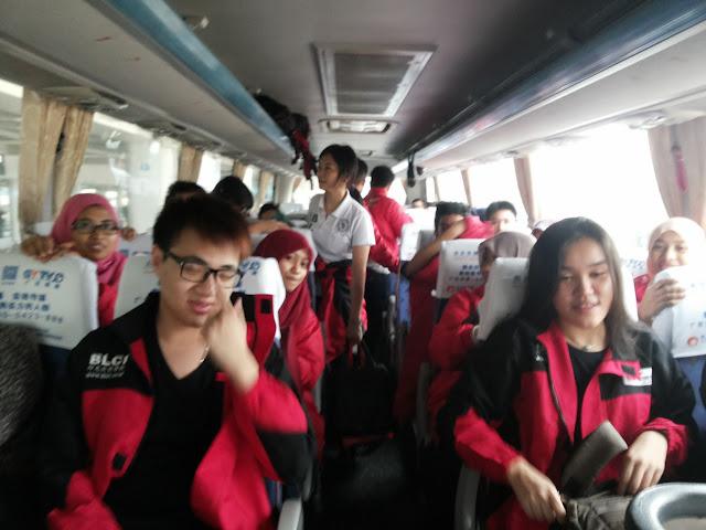 Kampus dan City Tour dipimpin BLCI setelah tiba di kampus tujuan