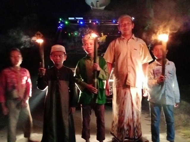 Meriahkan Malam Idul Adha, Warga Ini Takbir Keliling dengan Obor