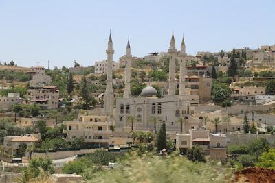 01/ arrivée à Abu Gosh, le village actuel de l'Emmaüs biblique, 100 % musulman