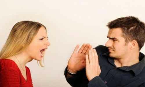 Evita alzar la voz en una discusion de pareja