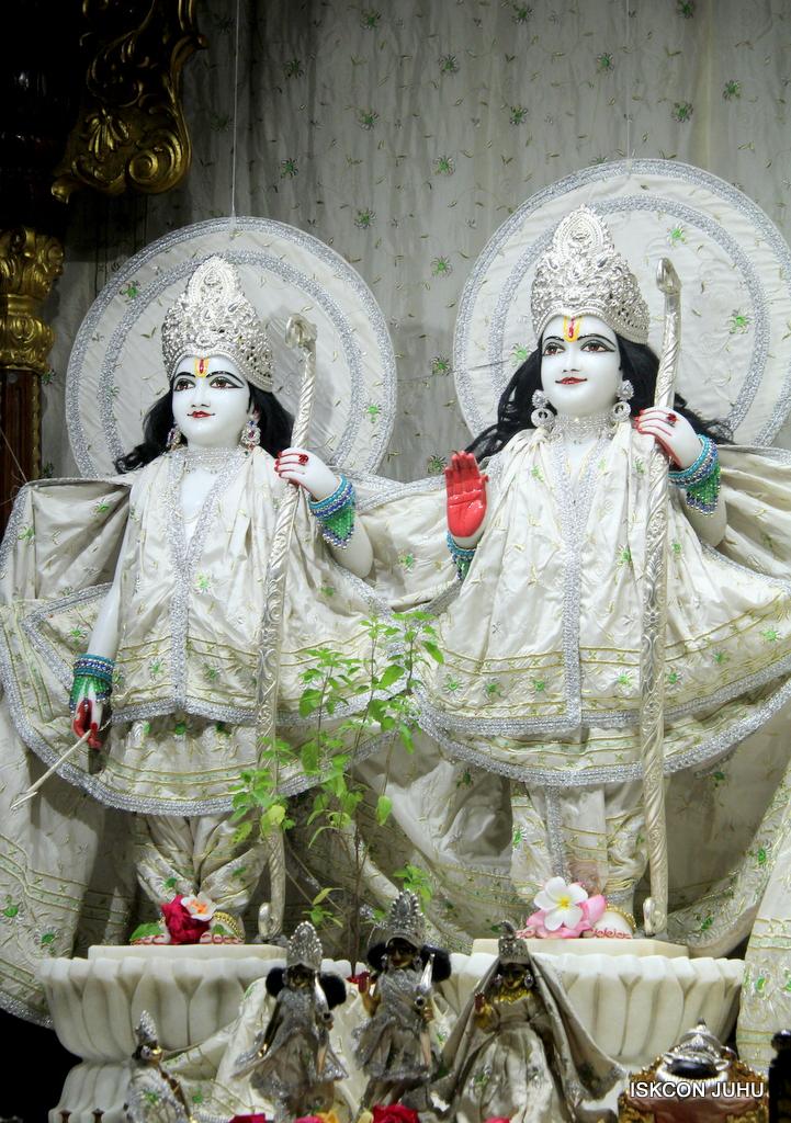 ISKCON Juhu Mangal Deity Darshan on 8th Sep 2016 (4)