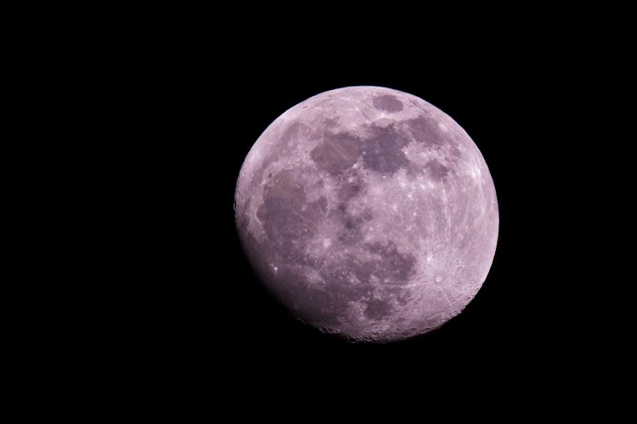 IMAGE: https://lh3.googleusercontent.com/-ywLxzDgHaiA/TweVI0MI2aI/AAAAAAAAFRU/tMvz5ZqcubQ/s912/2012-01-06-Moon-C80ED_MG_0065.jpg