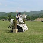 Laurie (jeune cavalière, galop 5) et son poney Harizona. Cavalière travailleuse et acharnée, Laurie sort très régulièrement en Concours Complet et se qualifie chaque année pour les Championnats de France en catégorie Club 1. Et espère bien pouvoir monter sur les marches du podium prochainement !