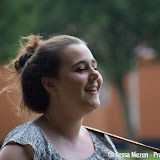 Kira Dekker zingt bij AZC Oude Pekela - Foto's Tessa Niezen
