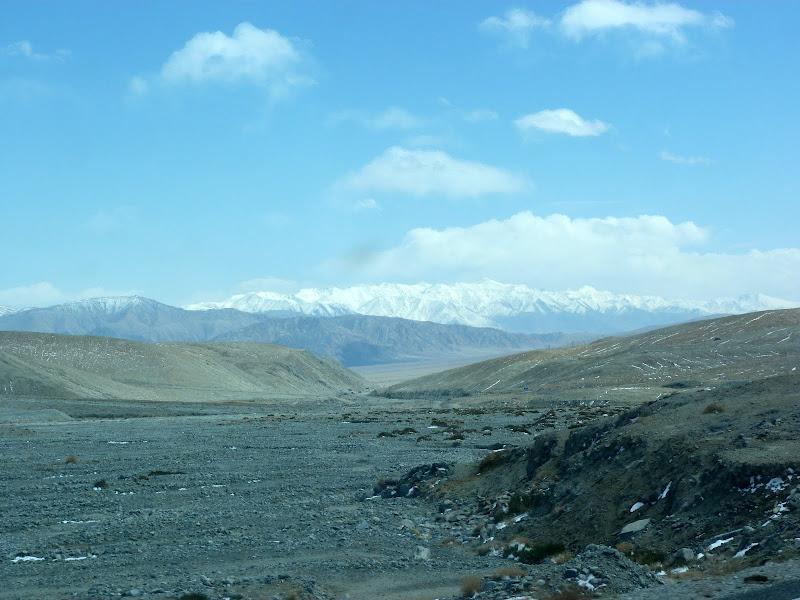 XINJIANG. Karakoram Highway, lune des plus haute route au monde, en passant a 4400 m - P1280536.JPG