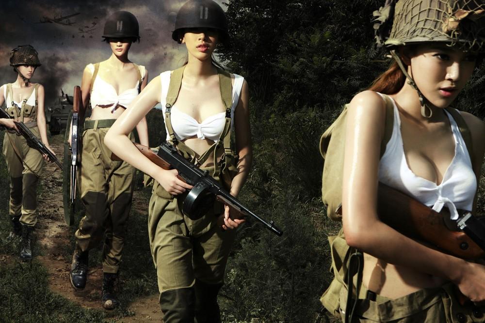 Hình ảnh những mỹ nhân gợi cảm trong trang phục áo lính