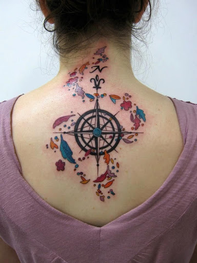 Bussola desenhos de tatuagem nas costas de ideias para as mulheres amantes de tatuagem
