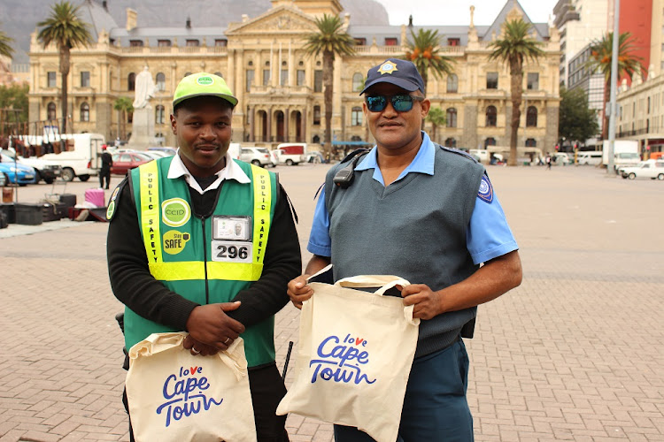 CCID officer Abongile Mavela and Law Enforcement officer Ridwaan Nero have been rewarded for their bravery in catching a robber in Cape Town CBD.