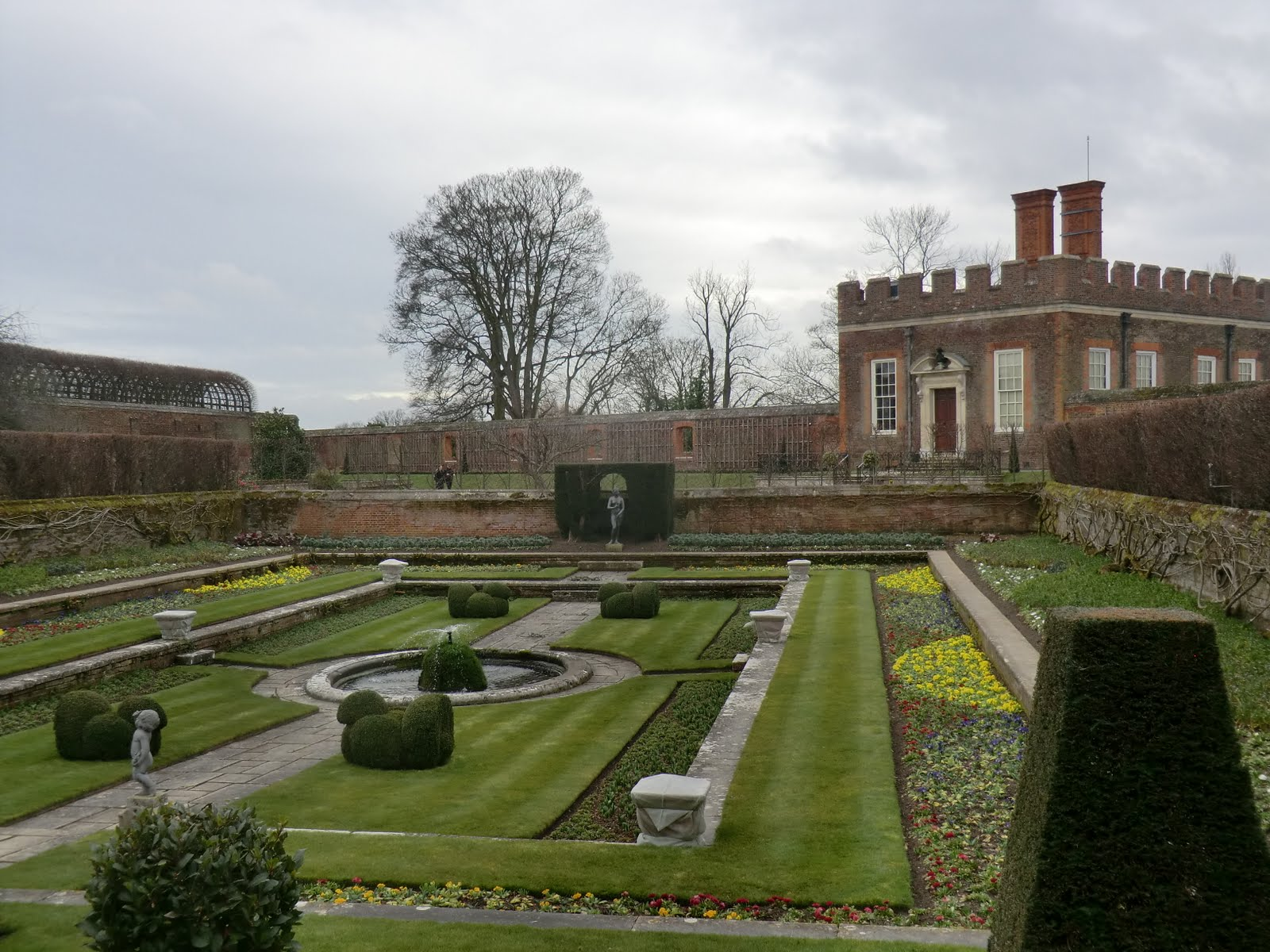 CIMG6886 Pond Garden & Banqueting House, Hampton Court Palace