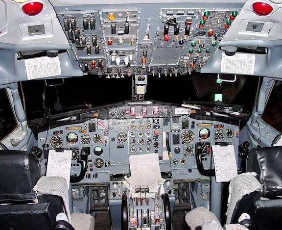 Кабина самолета Boeing727