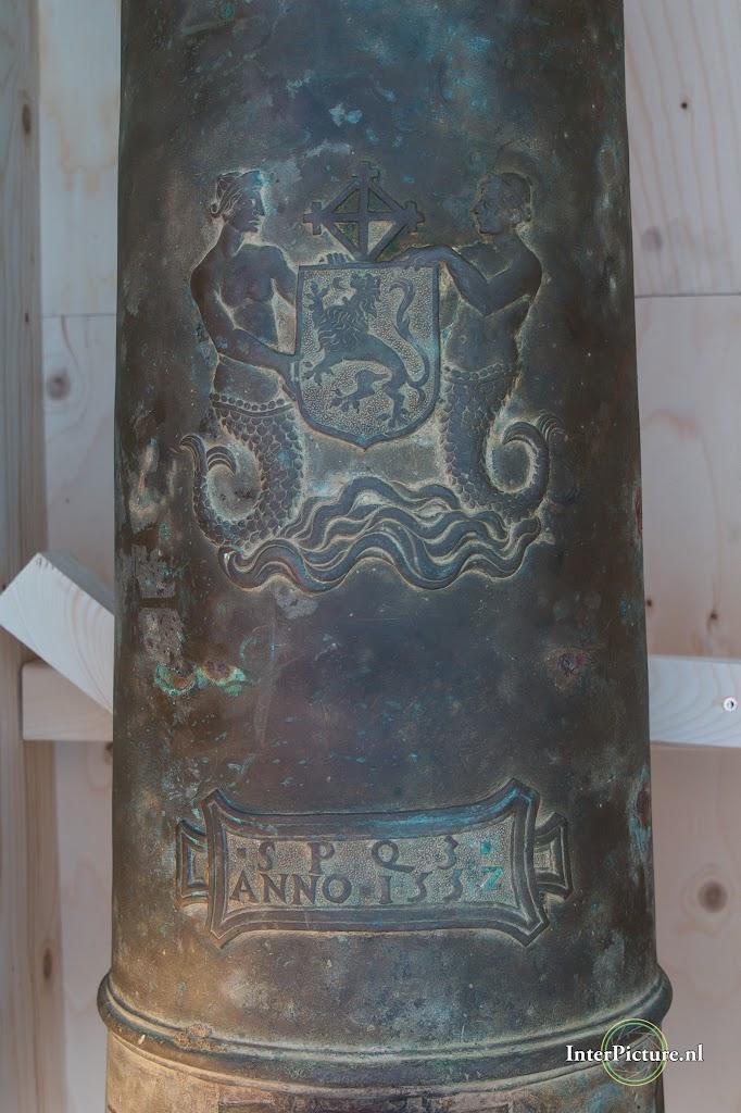mijnenjager Zr. Ms. Zierikzee de overdracht van het kannon 079