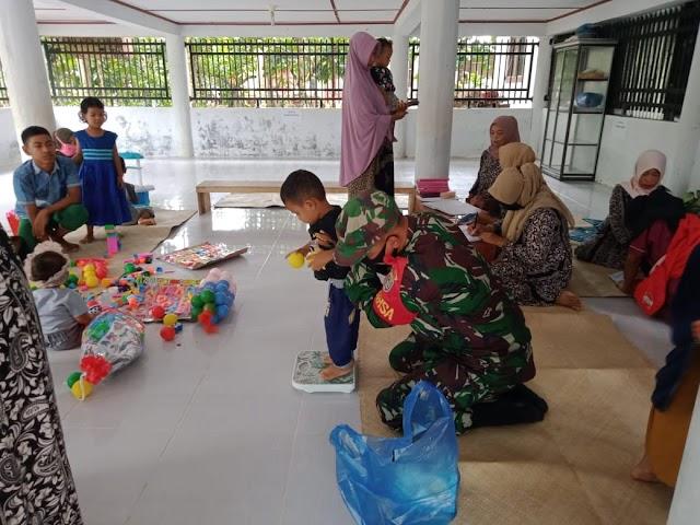 Di Tengah Pandemi Covid-19, Babinsa Ramil 17/Idt Aktif Dampingi Pelayanan Posyandu di Wilayah Binaan