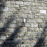 Mur de moellons de maçonnerie retaillés sur chantier