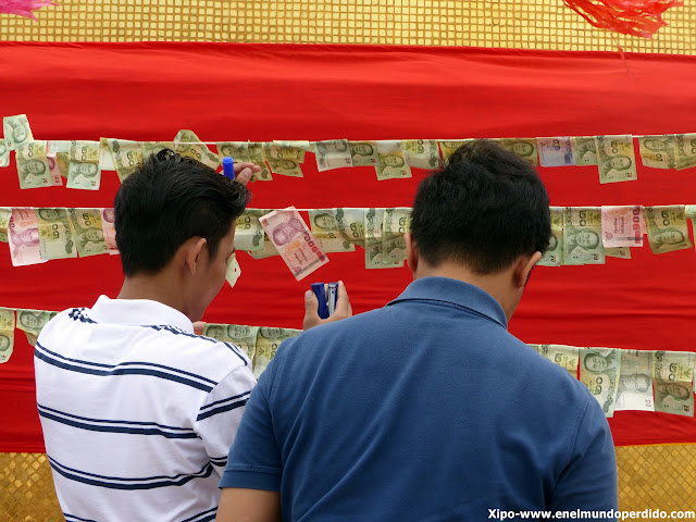 ofrenda-billetes-bangkok-golden-mountain.JPG