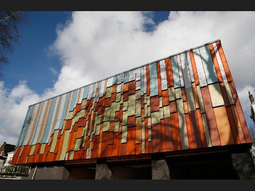Edificio realizado con paneles Trespa