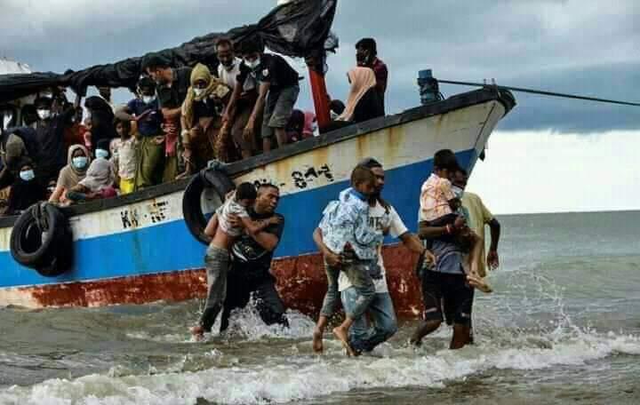 Warga Aceh Dipuji Dunia Selamatkan 100 Rohingya Terombang-ambing