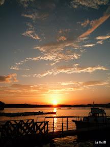 2010/09/13の夕焼けです。この時期の夕焼けは夏の名残りを持った太陽と秋の表情を持った雲の共演が凄いステキです。
