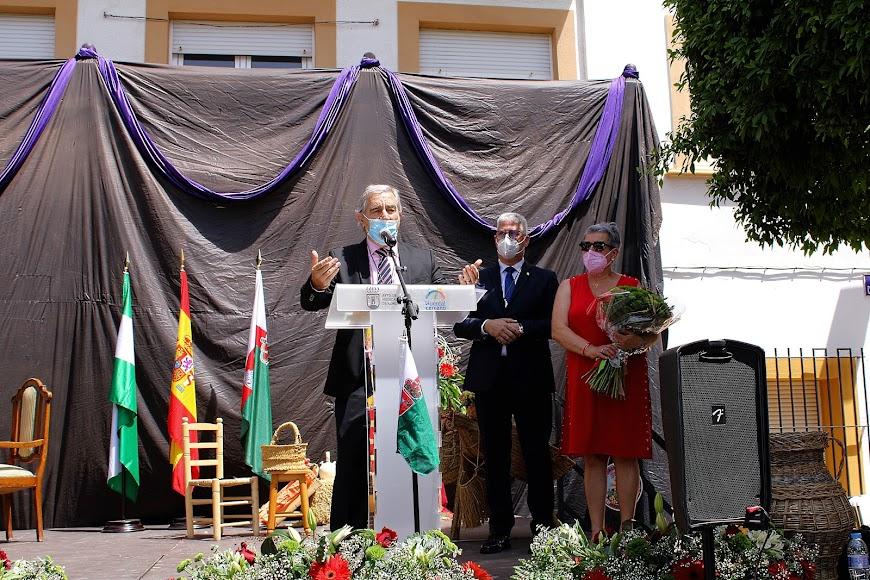 Francisco Díaz Casimiro dirigiendo unas palabras junto al alcalde, Ismael Torres.