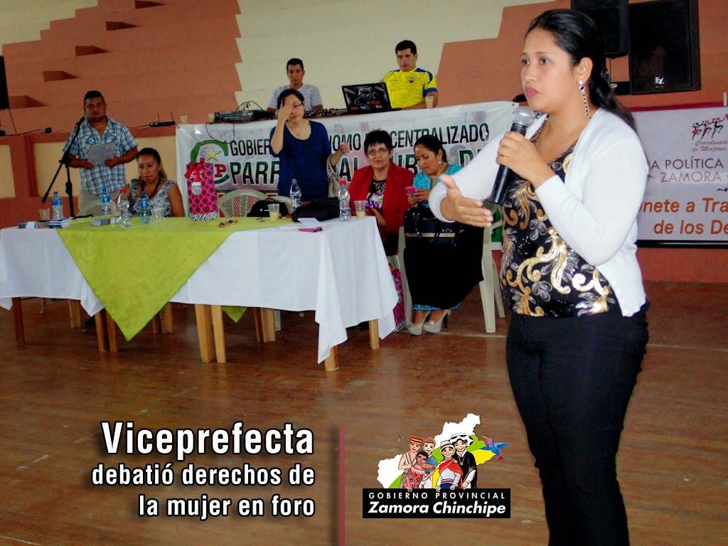 VICEPREFECTA DEBATIÓ DERECHOS DE LA MUJER EN FORO