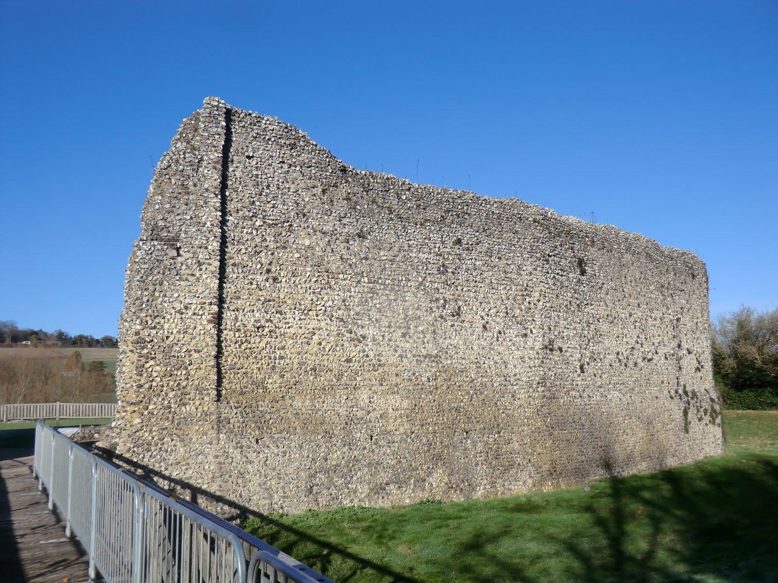 CIMG7471 Curtain wall, Eynsford Castle