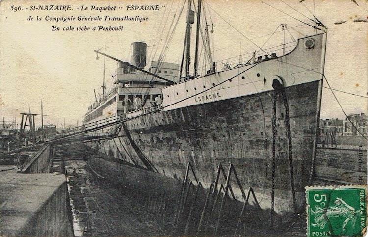 6- En esta foto en el dique seco de Saint Nazaire se aprecian las caracteristicas formas de la construcción naval francesa. Colección Arturo Paniagua.tif