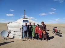 Gantsog Lhagvasuren s rodinou. Foto: Archiv Člověka v tísni