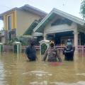Banjir Setinggi Satu Meter di Desa Kosambi, Mendapat Perhatian Serius Kapolsek Pagaden Polres Subang
