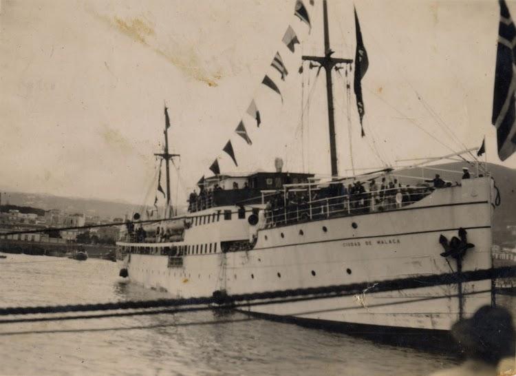 El CIUDAD DE MALAGA en Tenerife. Fotografo Fernando Pérez Melián. Colección José A. Pérez Cruz. Archivo FEDAC.jpg