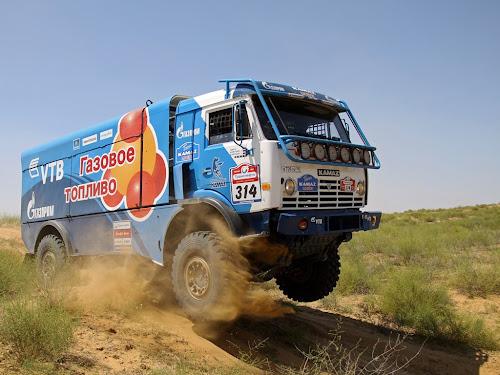 Rajd Silk Way 2013 - ciężarówka KAMAZ CNG na jednym z odcinków