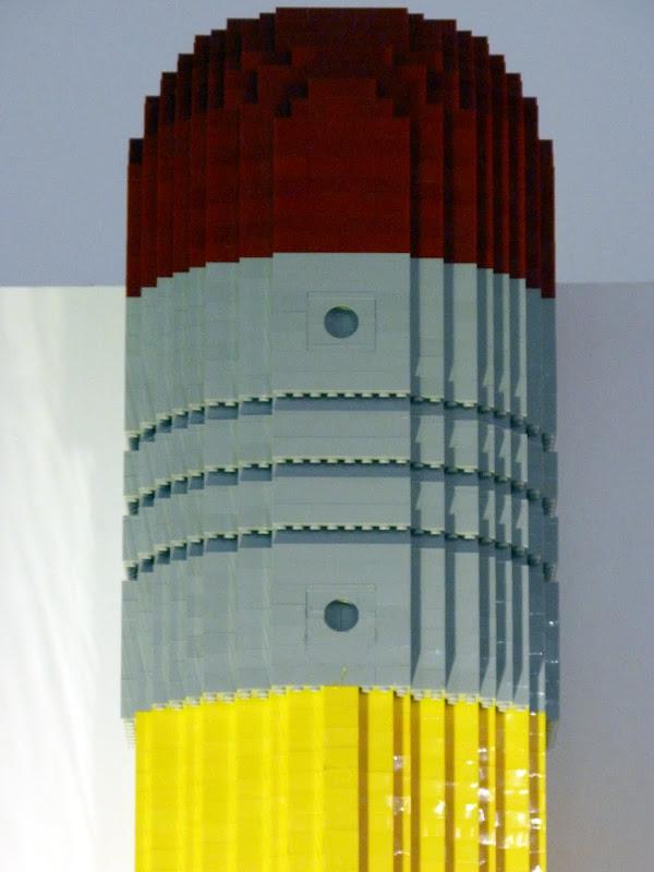 Taipei. Songshan Cultural and Creative Park. Nathan Sawaya. LEGO - P1230024.JPG