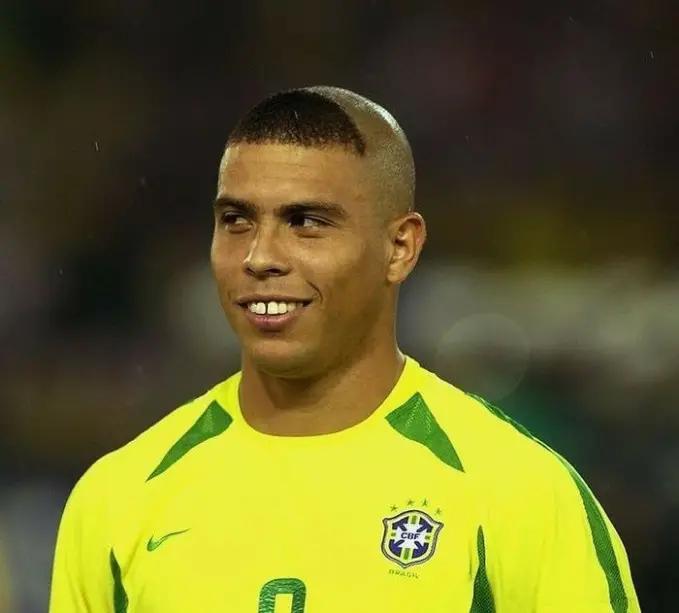 Ronaldo dengan model rambut kuncung