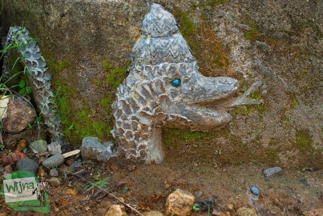 Patung Nagabumi yang keramat yang menandakan keberadaan Gua Lawa yang ada di Dusun Nogosari, Selopamioro, Imogiri, Bantul, Yogyakarta