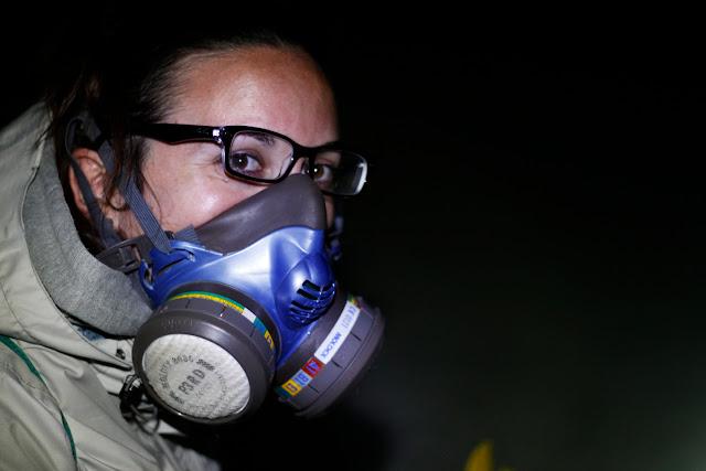 Lena con la mascara de gas