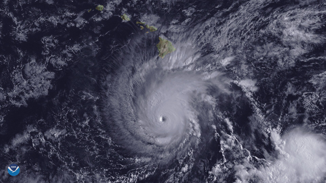 This image from the GOES-15 satellite shows Hurricane Lane, with a well-defined eye, positioned about 300 miles south of Hawaii's Big Island at 2 p.m. ET on 22 August 2018. Photo: NOAA Environmental Visualization Laboratory