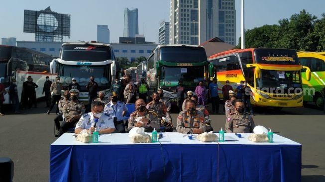 Polda Metro Jaya Kandangkan 36 Bus AKAP Langgar PPKM Darurat