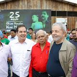 Lula visita a produção de castanha da COOPERACRE