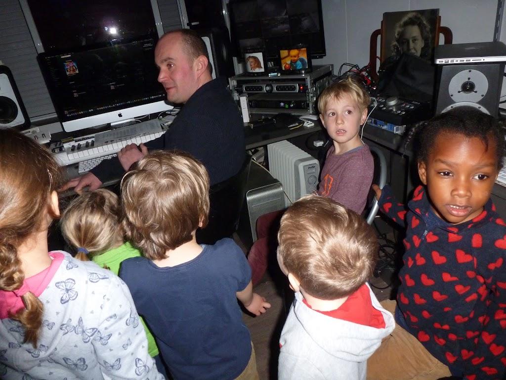 Leefgroep 1 op bezoek in een muziekkamer - P1080913.JPG