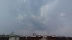 Einige schöne Blitze Richtung Westen und Südwesten und leichter Regen. Takt 28 Grad. #Wetter #Wien #Gewitter