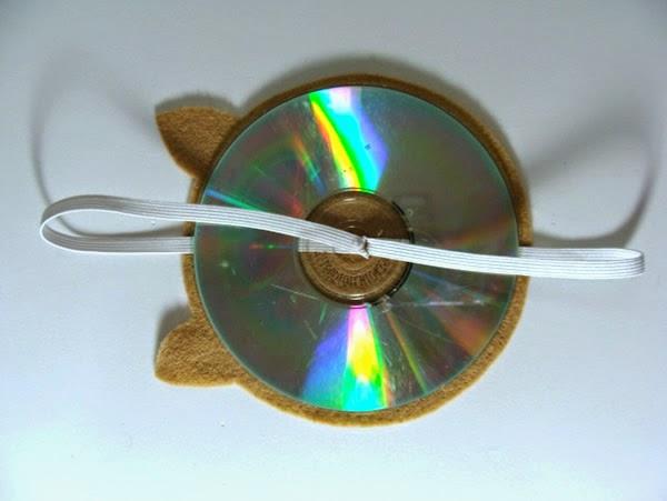 Prender CD com elástico