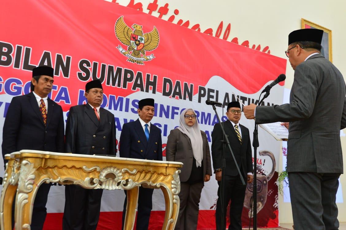 Gubernur Sulsel Lantik Lima Komisioner KIPD, Ini Harapan Nurdin Abdullah