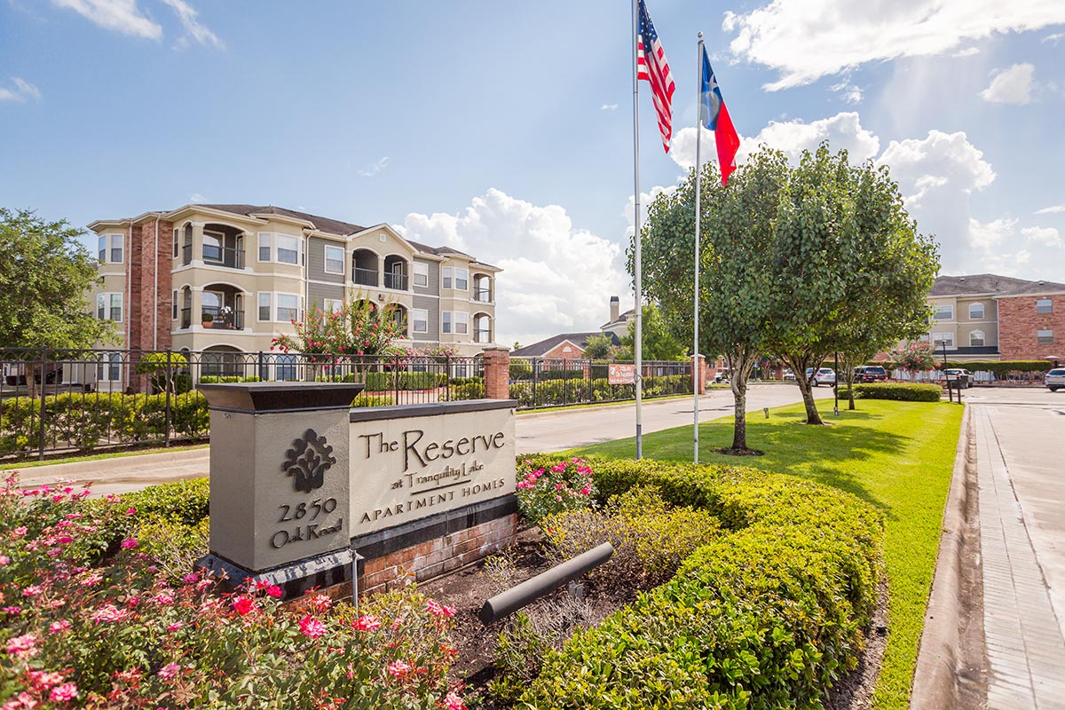 Reserve At Tranquility Lake Apartments In Pearland Texas Maxus Properties