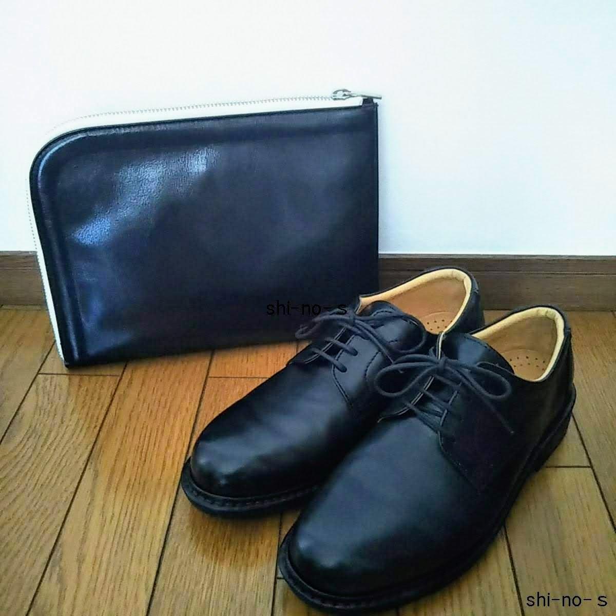 革のひも靴と革のクラッチバッグ