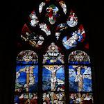 """Église Saint-Pierre de Montfort-l'Amaury : vitrail """"Crucifixion"""""""