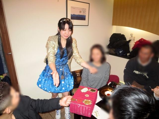 テーブルマジック|謹賀新年|女性マジシャン・アリス(有栖川 萌)|☆マジックショー・イリュージョン・和妻の出張・出演依頼受付中☆