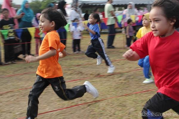 Acara lumba lari kanak-kanak perempuan 5 tahun