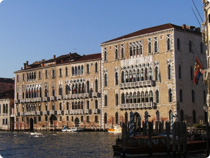 Veneto-Cà_Foscari_and_Giustinian_palaces_from_San_Toma'