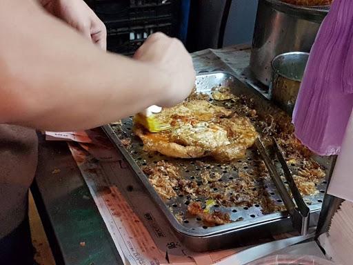 Okonomiyaki at Raohe Night Market in Taipei Taiwan