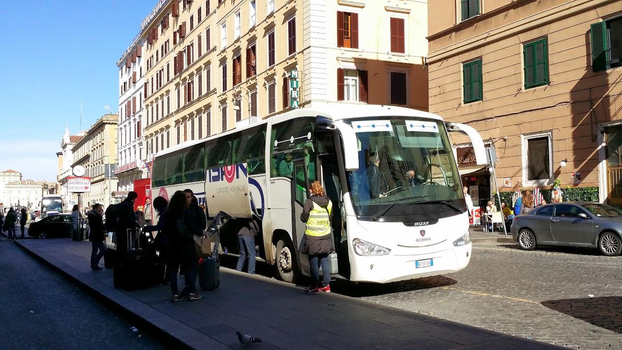 테라카페 앞에서 출발하는 버스