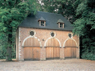 The designer 39 s muse carriage houses aren 39 t just for for Building a carriage house