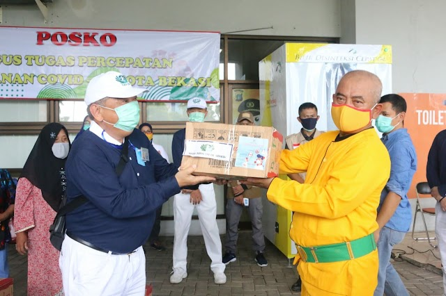 Sekretariat Presiden dan Buddha Tzu Chi Serahkan Bantuan Sembako Untuk Kota Bekasi